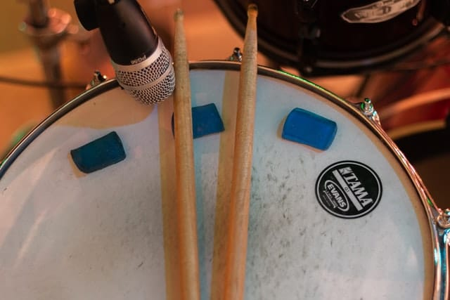 Moongel on a snare drum head